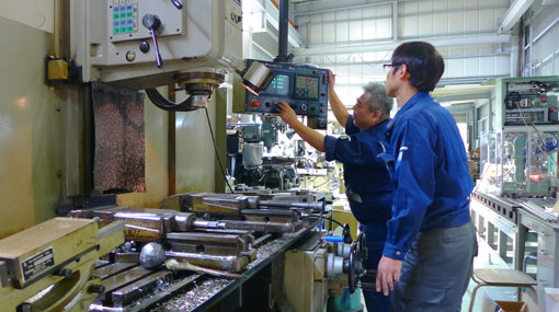 お客様の利益を最大限に伸ばす技術、自動化/省力化機械開発 The Automatic Control Machine Factory MUKAE 主要授業▶◎各種自動化・省力化機械(設計、製作及び販売、部品の販売)◎機械加工全般◎付帯関連する一切の事業
