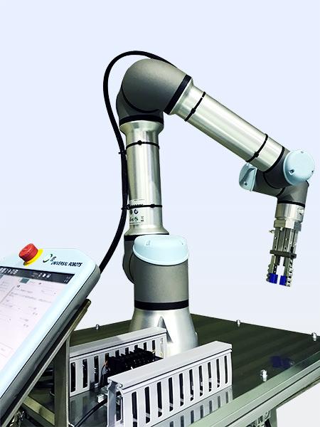 ユニバーサルロボット社の協働ロボットのプログラム開発をしています。